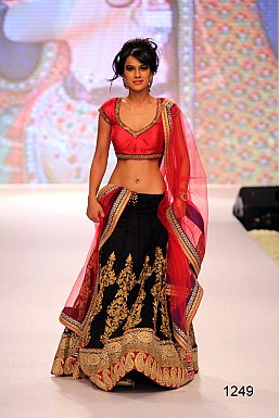 INDIAN BRIDAL LEHENGA @ Rs3647.00