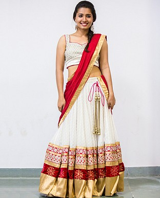 thousand butti lehenga @ Rs3399.00